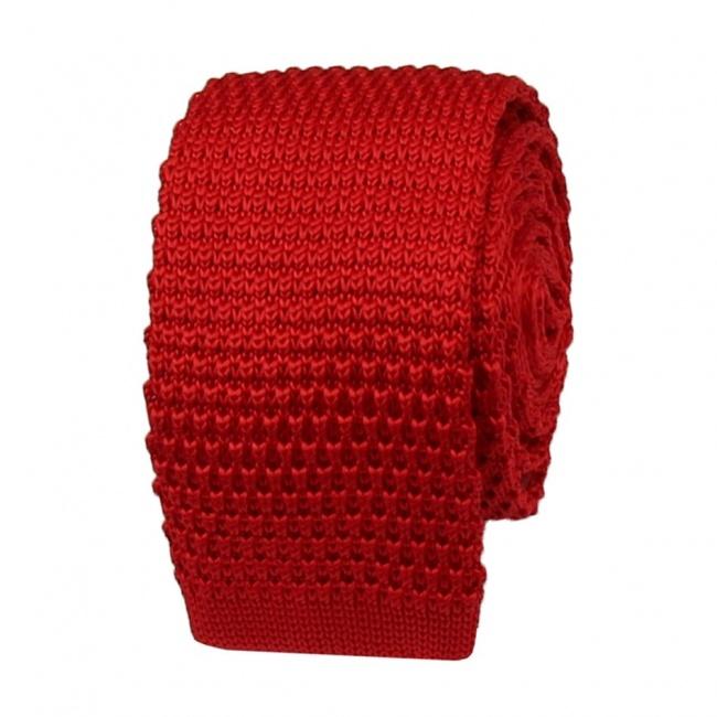 Červená pletená kravata