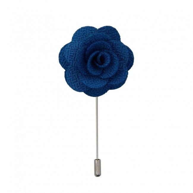 Modrá květina do klopy